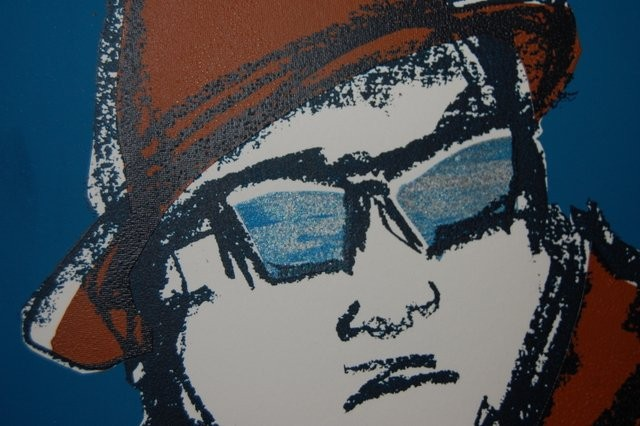 Arno in Sunglasses (silver on blue) - Detail