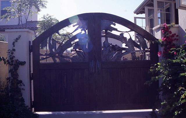 Gate (On location)