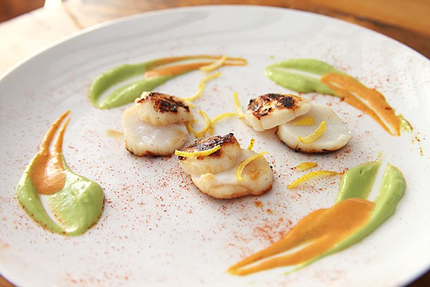Scallops with Avocado and Chipotle Cream