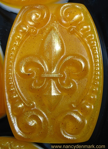 FLEUR DE LIS SOAP BAR GOLD