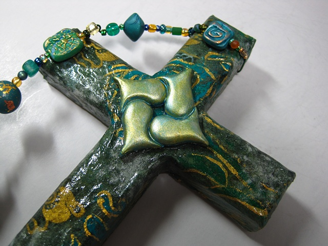 HEARTS ENTWINED IN CHRIST GREEN COLLAGE CROSS CLOSE UP