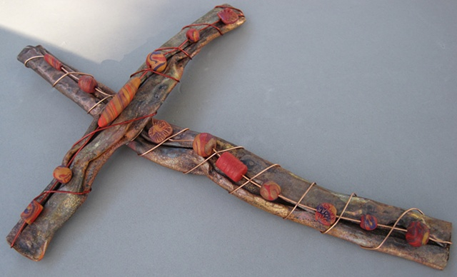 COPPER WALL CROSS WITH POLYMER BEADS