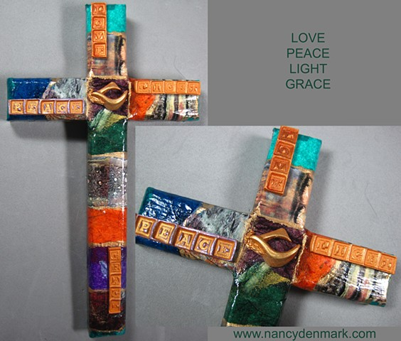 TAPESTRY 3 COLLAGE WALL CROSS