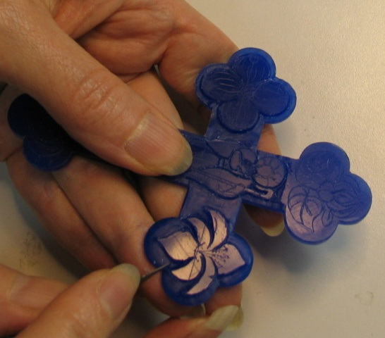 SCRAPING TREFOIL BASE AROUND THE LILY