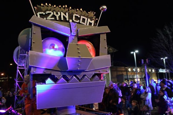 Giant Robot Head Float for Clarendon Mardi Gras c2yn.com