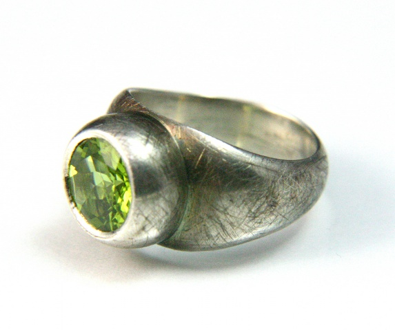 Chamberlain Ring in Silver with Peridot