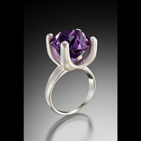 Annie Ring in Silver with Amethyst