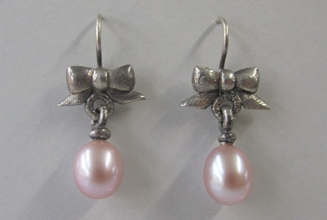Bow Earrings with Pink Pearl Droplets