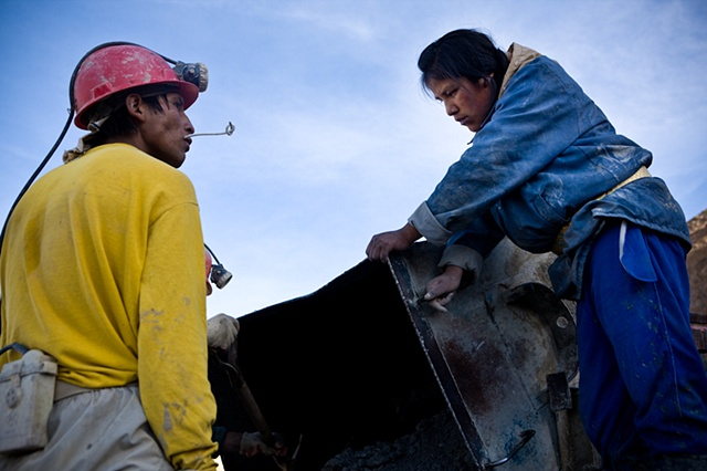 Mariela (19), one of the few women working in the mine, helps unload a 1 Ton cart with mineral. She has exactly the same duties a regular miner would have.