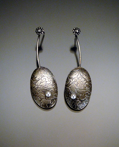 Etched Oval Earring with Pearl, oxidized