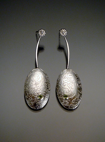 Etched Oval Earring with Peridot