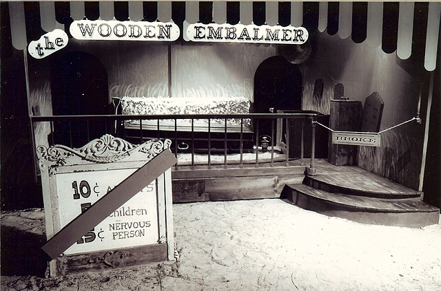 The Wooden Embalmer ride facade